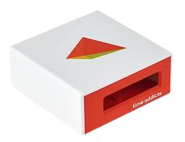 Vit och orange plastkapsling med logotyp och håltagning för display.